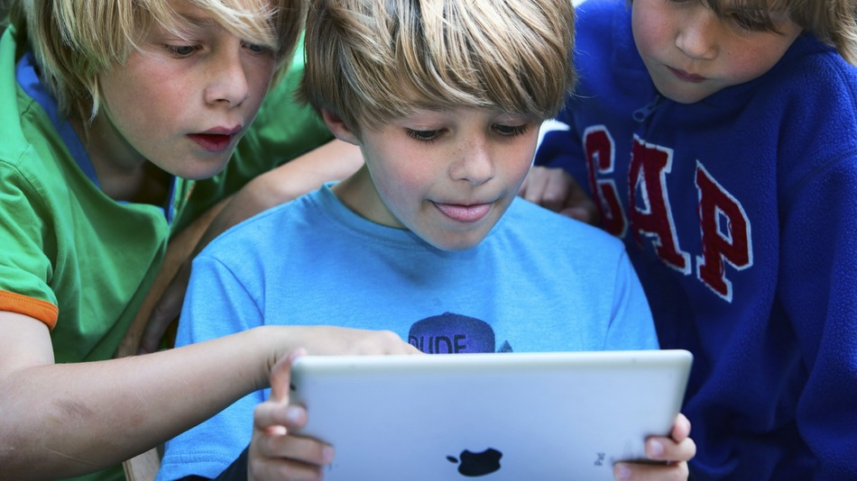 kids looking at ipad